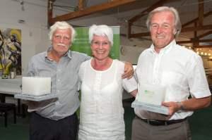 Die Gastgeberin in der Mitte, rechts und links die Bruttosieger: Heide Ecker-Rosendahl, Uli Vos (l) und Dieter Brei (alle Fotos Sportstiftung NRW)