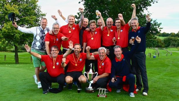 Alter und neuer Deutscher Meister der Jungsenioren das Team des GC Bochum