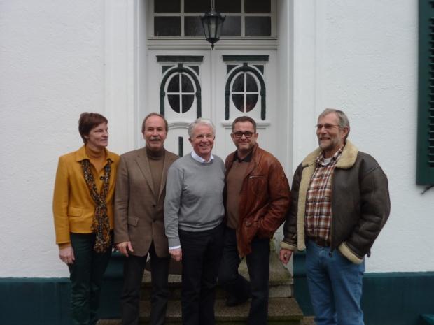 Seit dem 10. März 2013 gibt es eine neue Führungsmannschaft im Mühlenhof Golf & Country Club. Ludger Epping (Mitte) wurde zum neuen Präsidenten gewählt. Die weiteren Vorstandsmitglieder sind Günther Tambornino (2. von rechts) als Vizepräsident,  Klaus-Dieter Vogel (Schatzmeister/2. von links) und Gunther Messner (Spielführer/rechts außen). Links auf dem Foto Ehrenpräsidentin Annette Wilmsen.