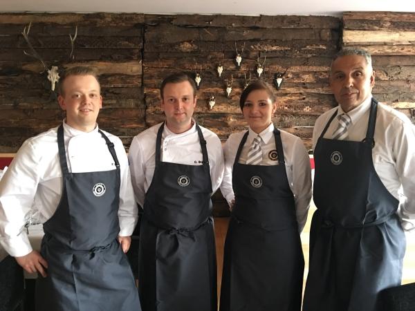 Das Restaurant-Spitzenteam im GC Mülheim a. d. R. Raffelberg mit (v.l.): Philip Leo, David Braun, Linda Sophie Eweleit und Abdul Tahani
