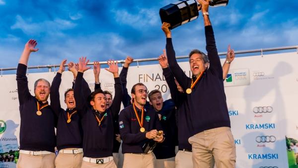 Verständlich: großer Jubel bei den Herren des GC Hubbelrath nach dem erneuten Gewinn der deutschen Meisterschaft