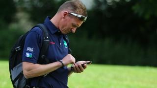 Nicht zufrieden nach dem Blick auf's Livescoring: GC Hubbelrath-Coach Roland Becker